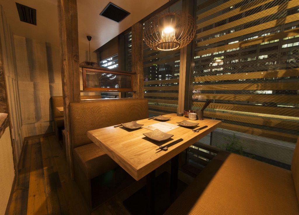 テーブル半個室席