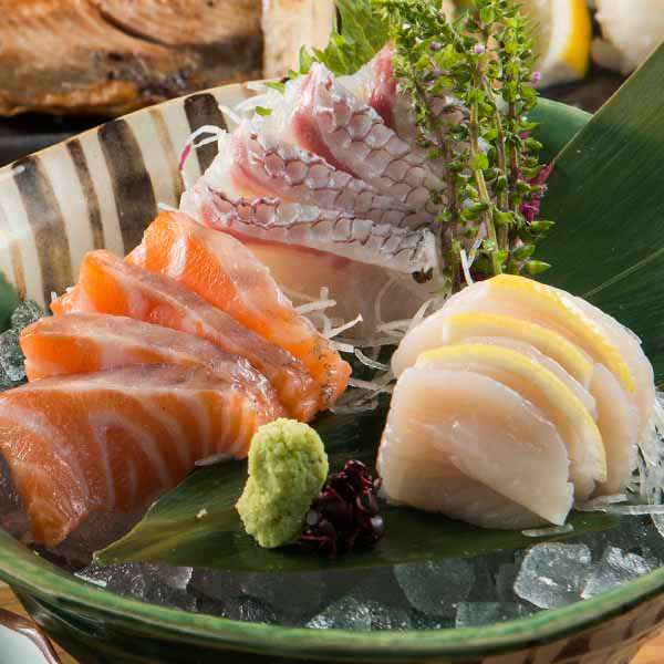 【本日の鮮魚】 お造里三種盛り合わせ