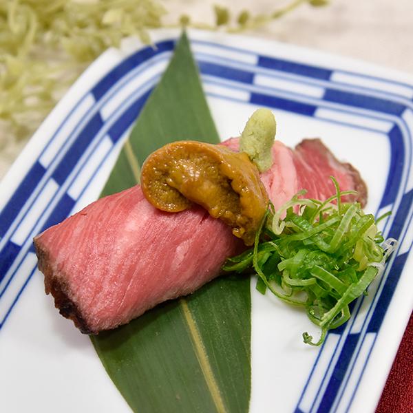黒毛和牛リブロースト寿司生うにのせの画像